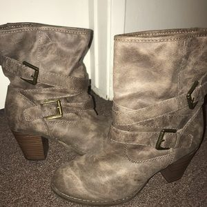 Bootie - block heel size 9